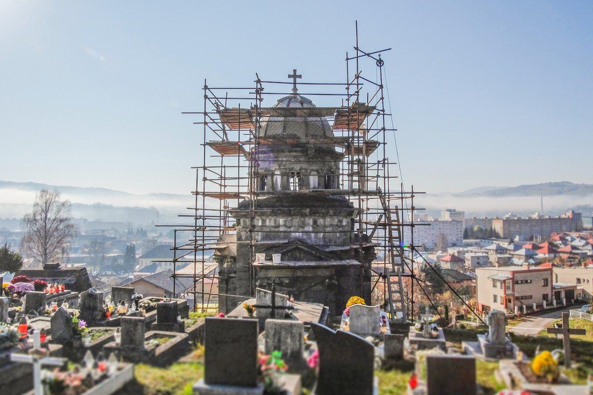 obr: V Brezne reštaurujú Hrobku rodu Lehotských