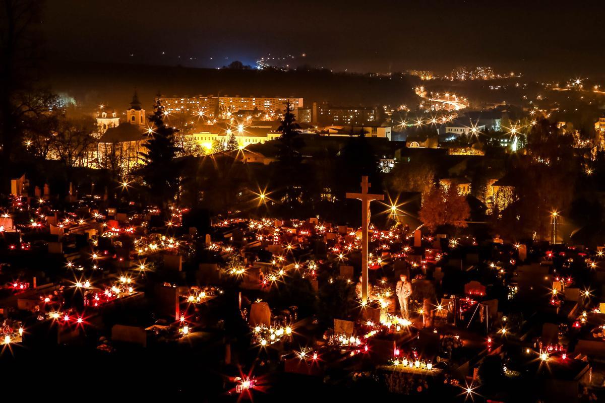 obr: Mesto sa pripravuje na Sviatok všetkých svätých