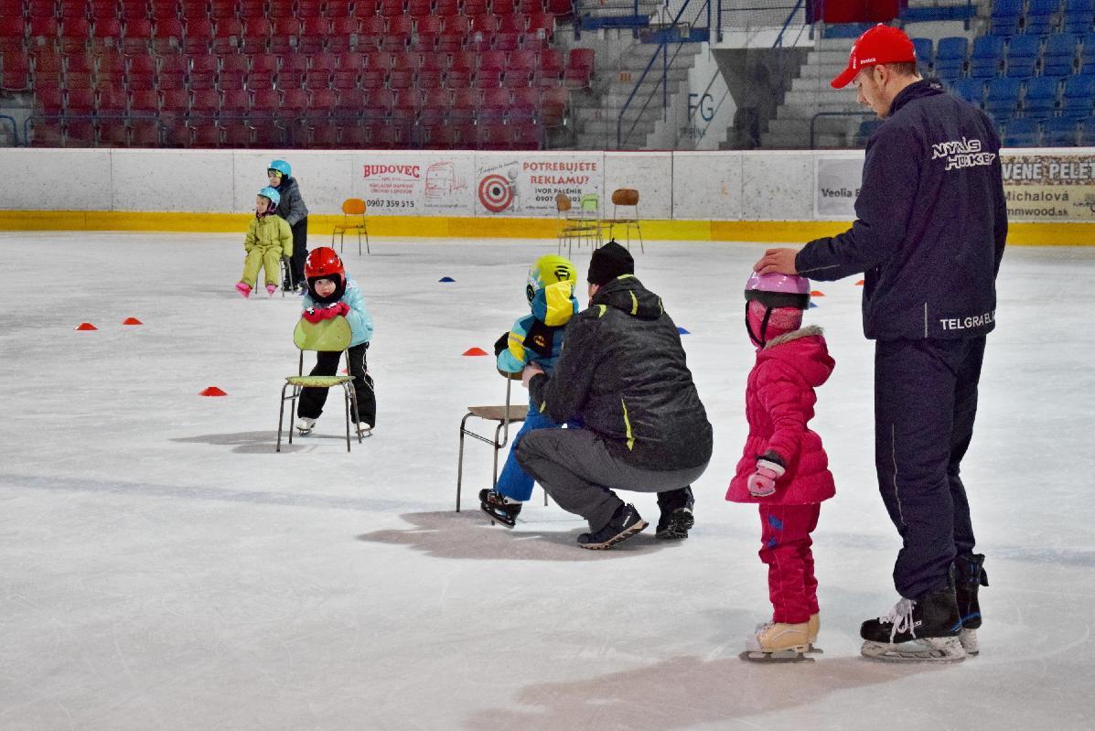 Prváci a druháci základných škôl v Brezne sa budú učiť korčuľovať zadarmo