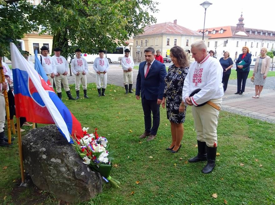 obr: Deň Ústavy SR si vBrezne tradične pripomenuli pri Lipke slovenskej štátnosti