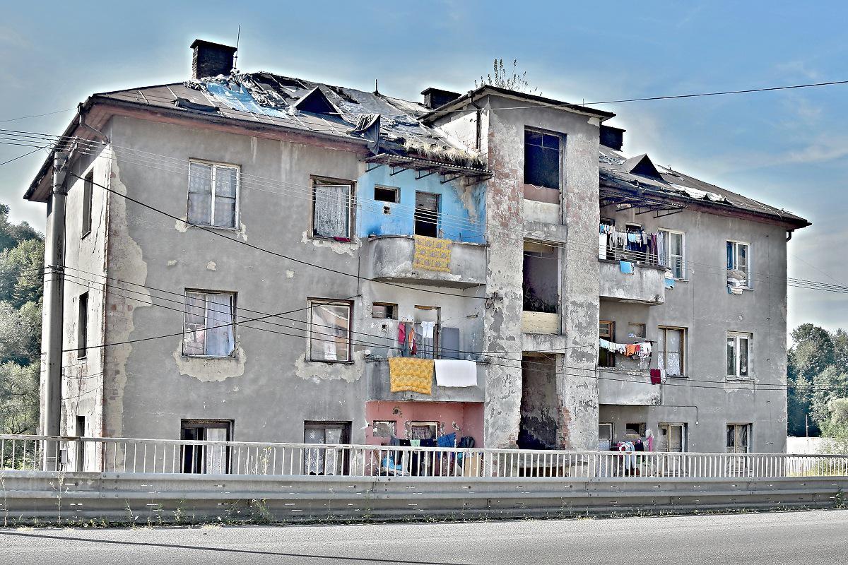 Mestskí poslanci schválili budúcu kúpu bytového domu Predné Halny 10