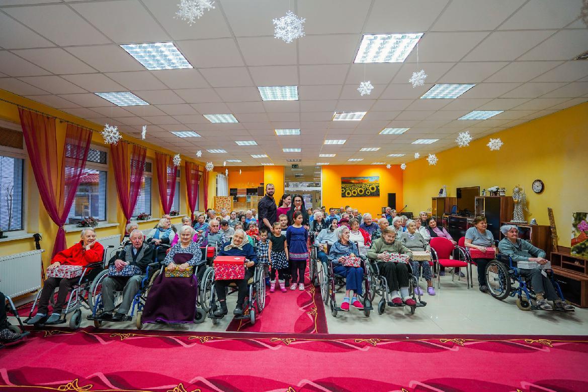 Na Vianoce sa už pripravujú aj seniori z Luny. V piatok trinásteho sa potešili darčekom od úplne cudzích ľudí