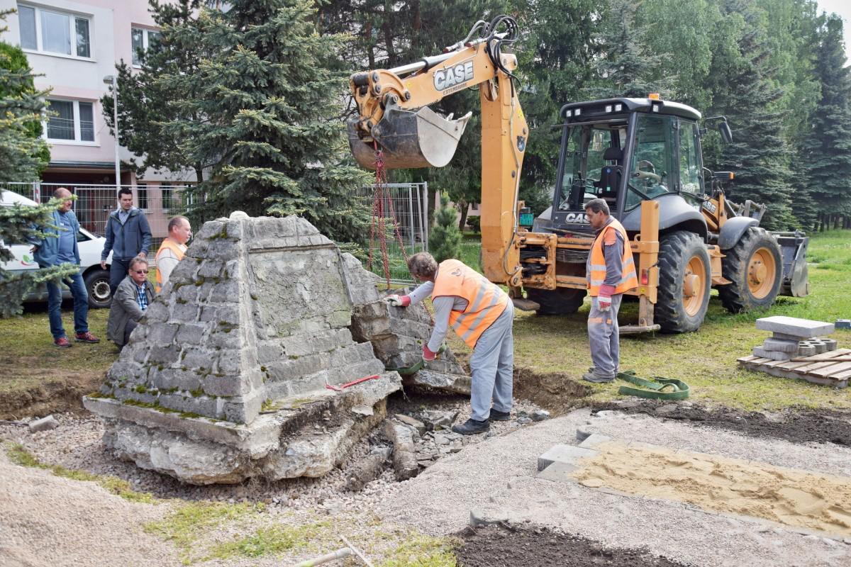obr: Mesto zachránilo pamätník Samuela Sekurisa