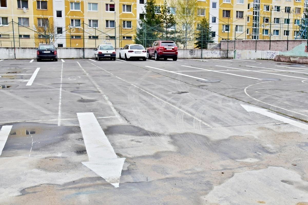 obr: Novovybudované odstavné plochy na Mazorníkove už obyvatelia využívajú na parkovanie