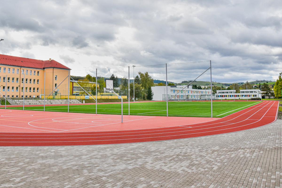 obr: V Brezne otvorili Športový areál Milutína Černáka
