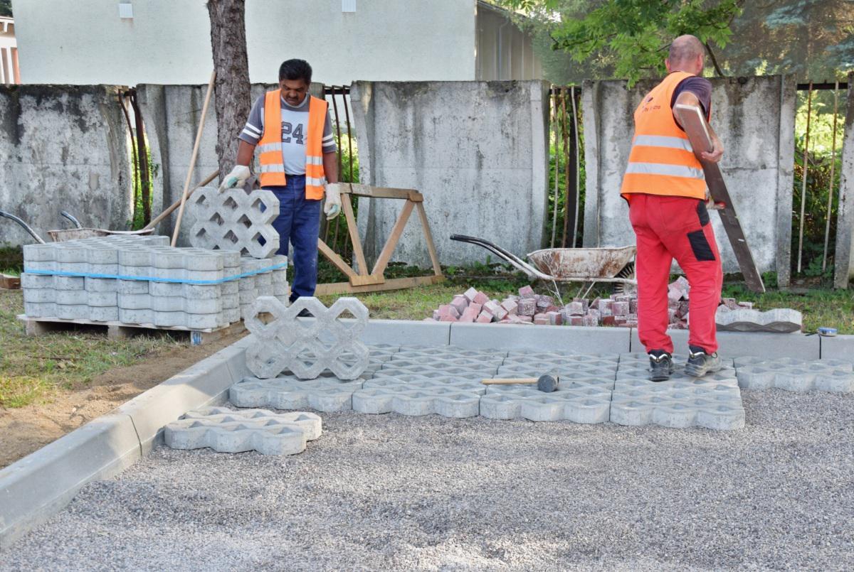 Odstavné plochy na parkovanie pribudnú už aj na Hradbách