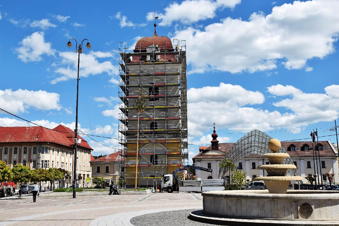 obr: Breznianska samospráva začala s rekonštrukciou mestskej veže