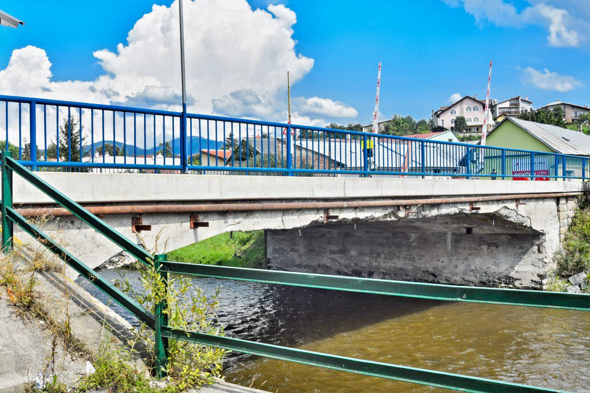 obr: Most na Kuzmányho ulici je pre dopravu nad 3,5 tony neprejazdný. S výstavbou nového začnú o rok