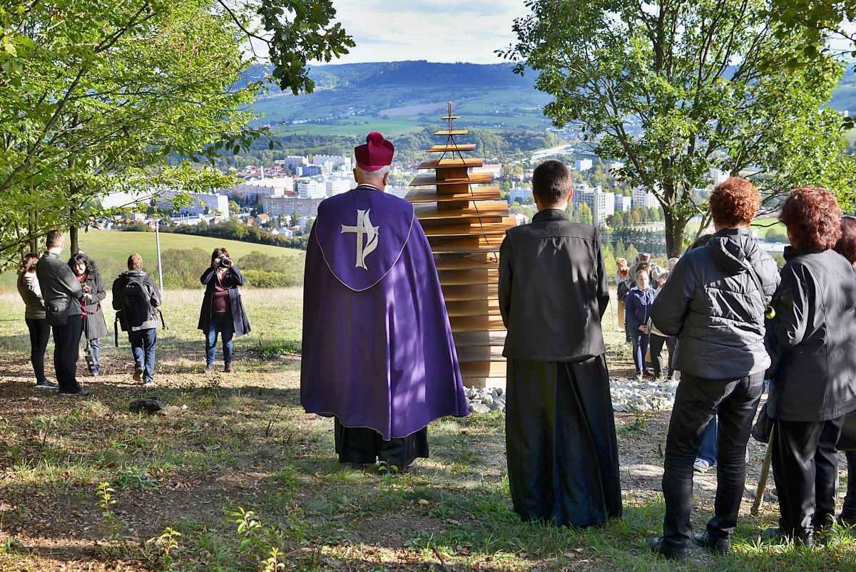 obr: Brezniansku kalváriu otvorili a požehnali aj za výdatnej účasti verejnosti