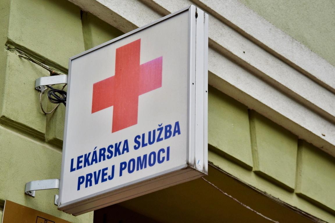obr: Od 1. júla slúži na Horehroní len jedna pohotovosť, a to na námestí v Brezne