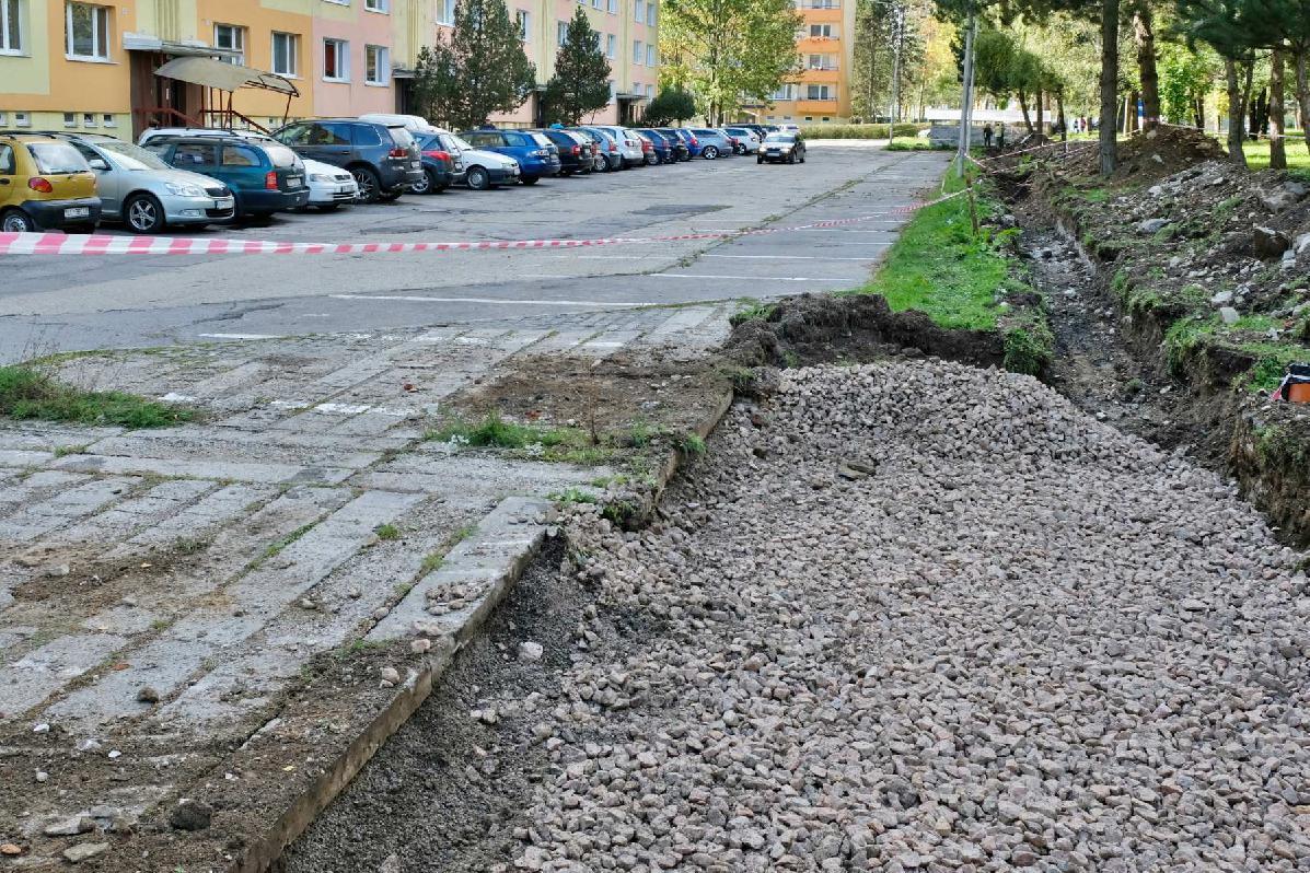 obr: Na Krčulovej ulici v Brezne rozširujú miestnu komunikáciu