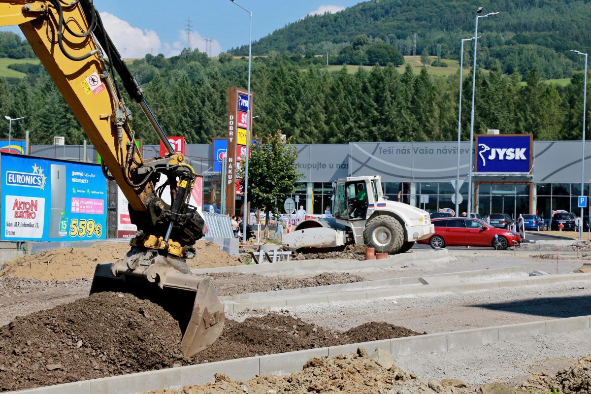 obr: Výstavba okružnej križovatky pokračuje. Zastávka spred Lidla ešte zostane na ŠLN