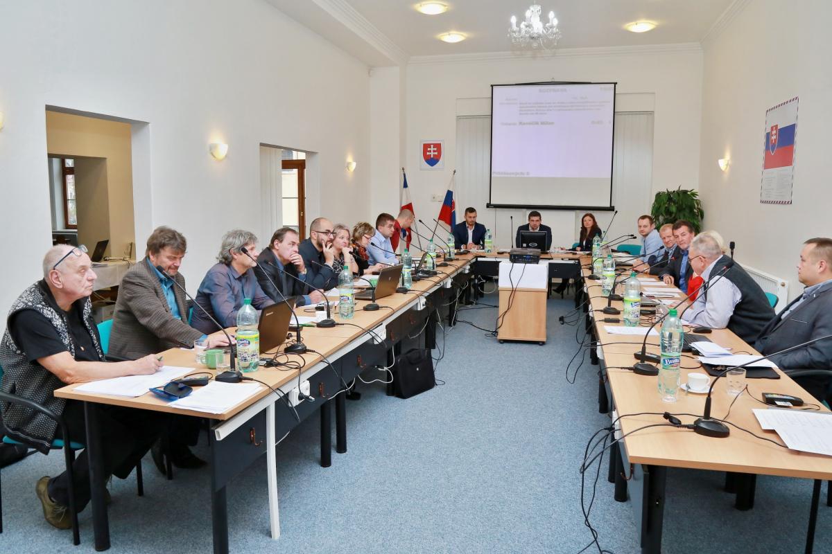 obr: Z ôsmeho pracovného zasadnutia mestského zastupiteľstva