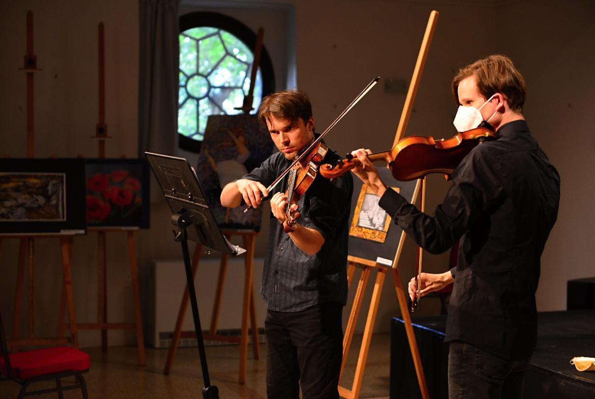 obr: Sobotu v synagóge osviežil koncert husľových virtuózov