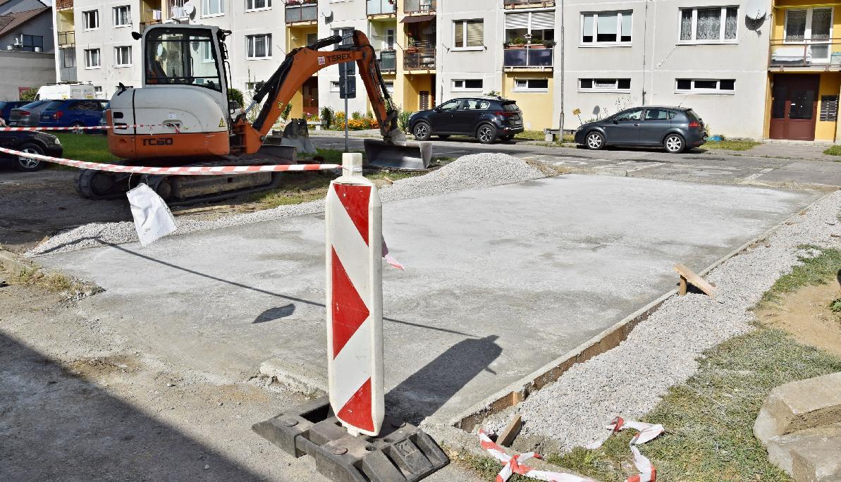 obr: Mesto pokračuje v budovaní kontajnerových stojísk
