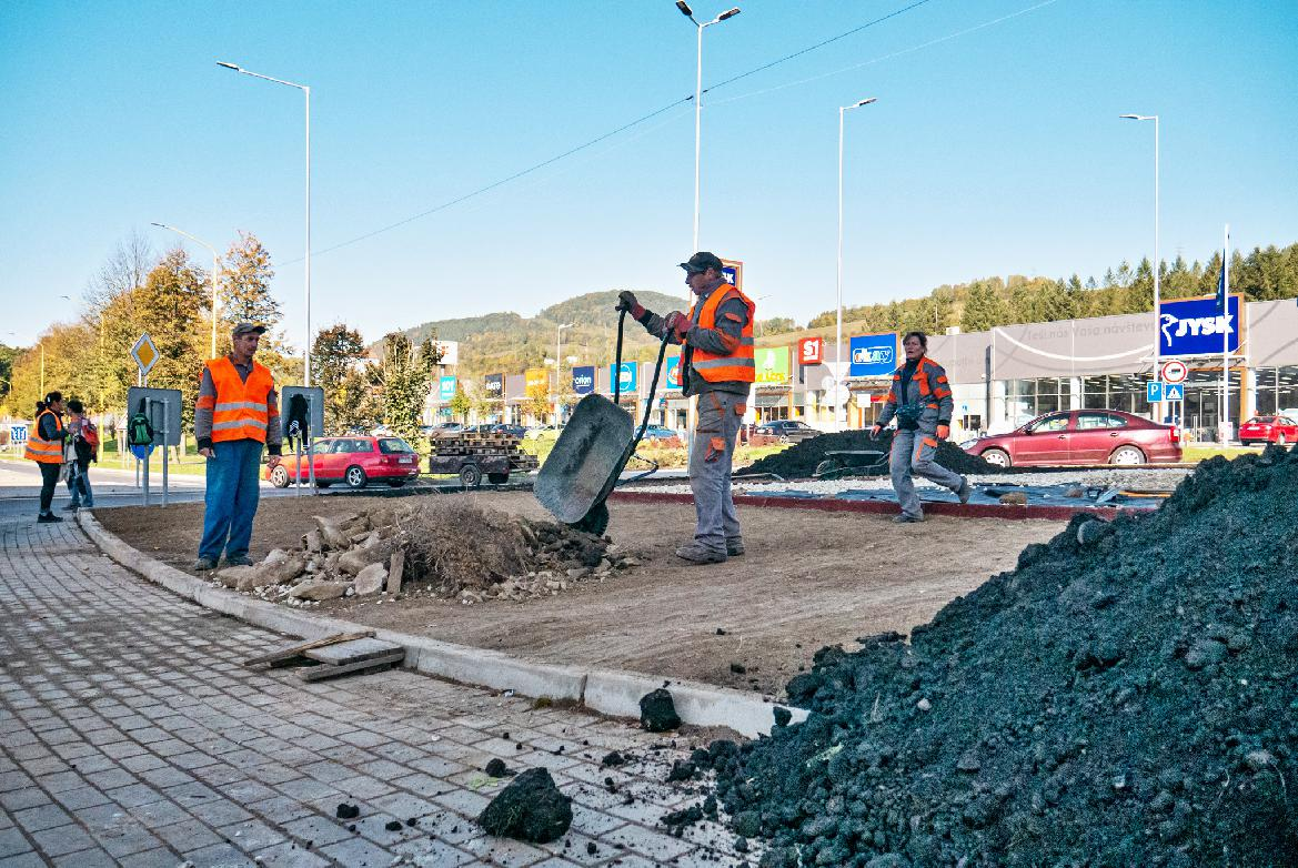obr: Mesto renovuje kruhový objazd
