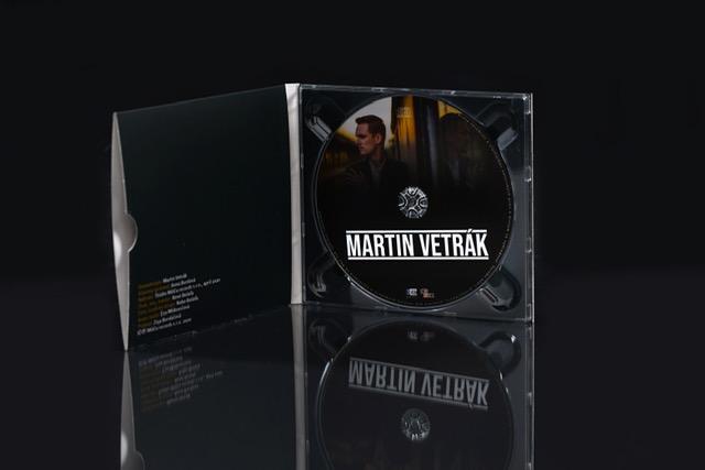 Svetlo sveta uzrel profilový album muzikálového speváka Martina Vetráka