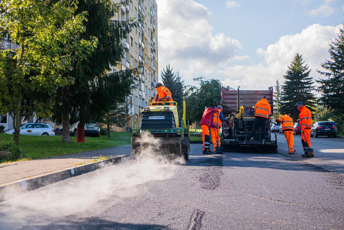 obr: Mesto bude pokračovať v oprave najviac poškodených komunikácií