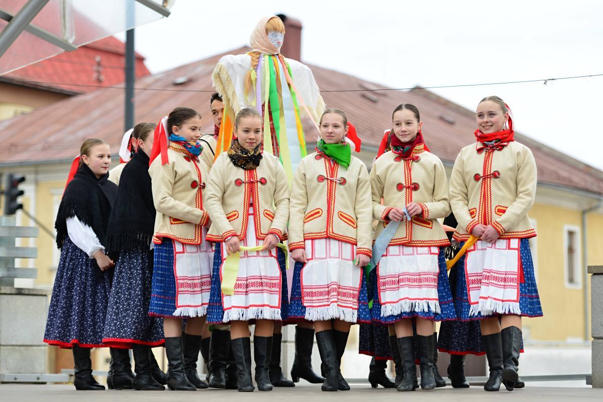 Jar sme v Brezne privítali privítali vynášaním Moreny