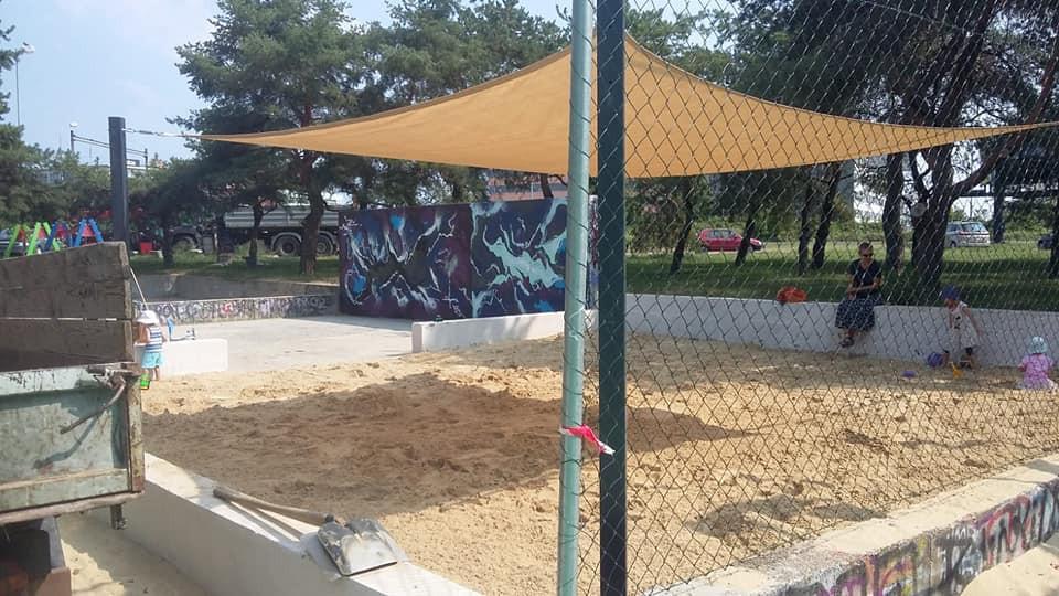 obr: Na detských ihriskách v Brezne namontujú plachty proti slnku