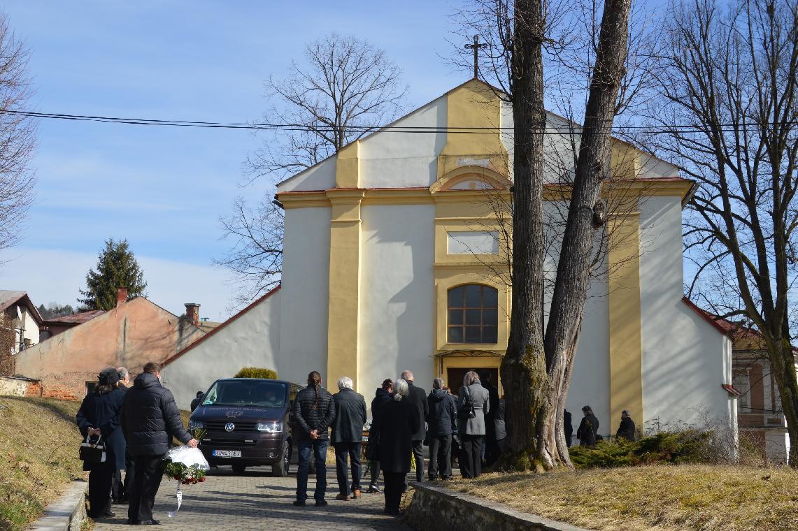 obr: Napriek prísnym opatreniam sa pohrebné obrady vBrezne konajú čo najdôstojnejšie