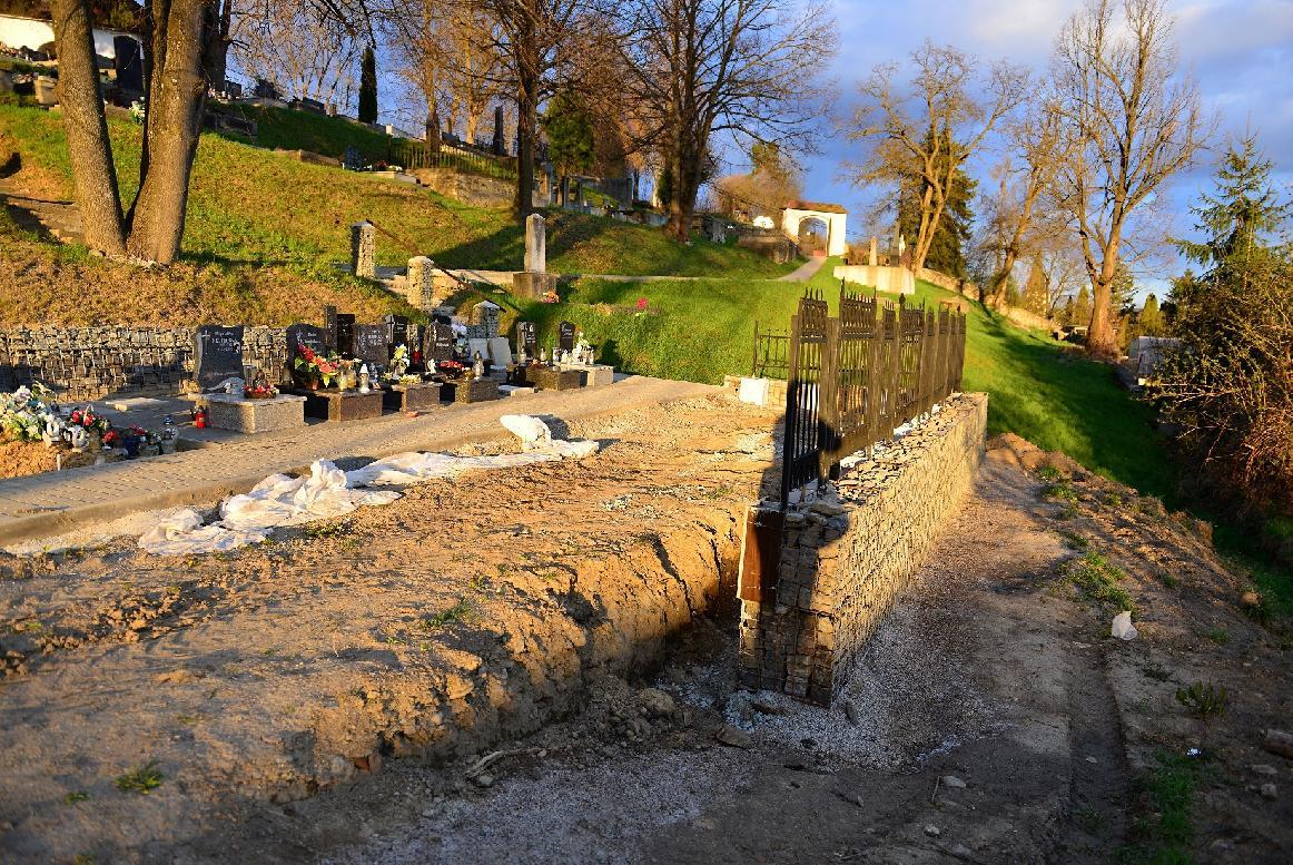 obr: Na starom cintoríne v meste pribudnú nové urnové miesta