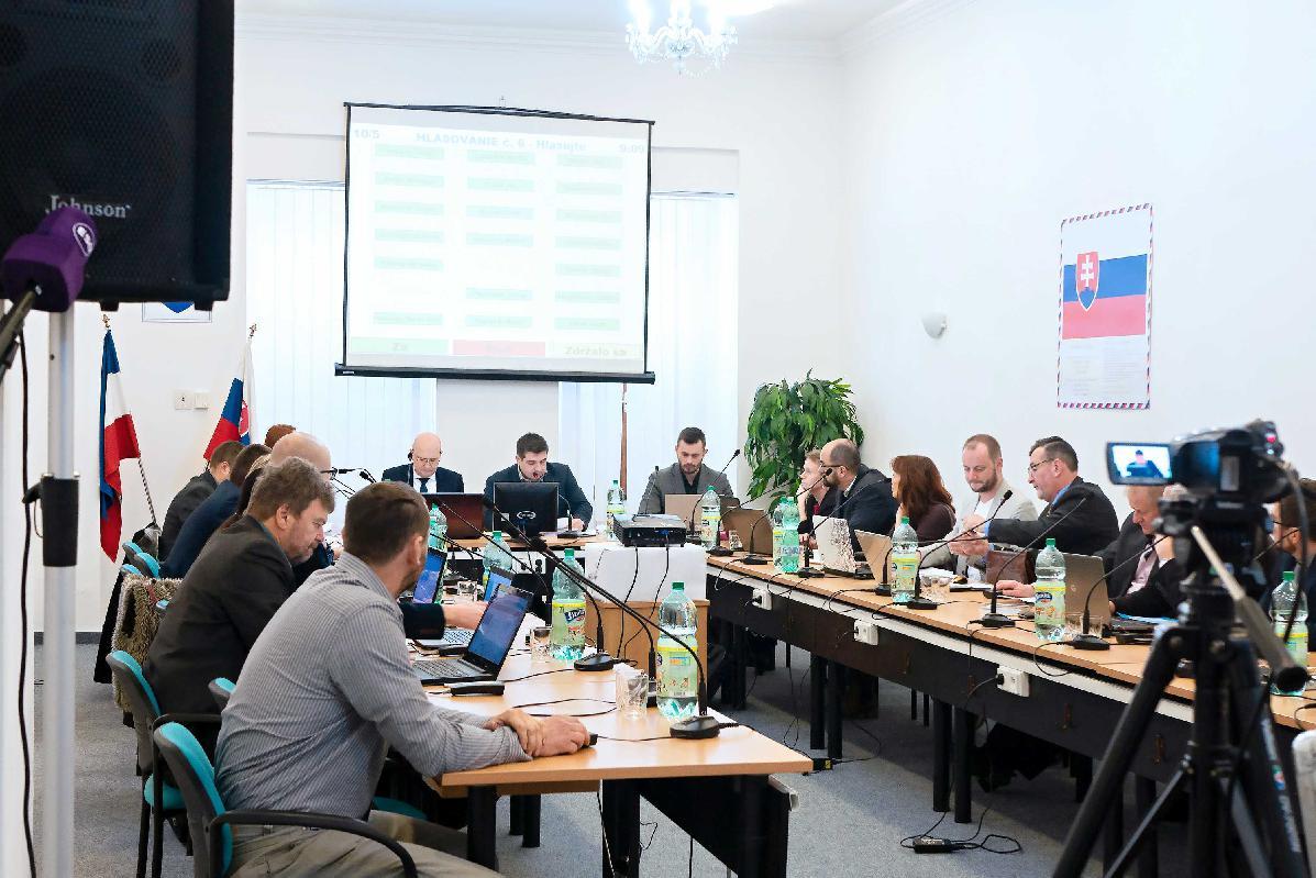 obr: Novozvolení breznianski poslanci majú za sebou prvé rokovanie