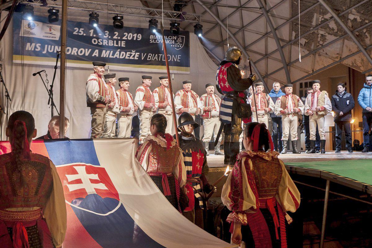 obr: Brezno žilo otváracím ceremoniálom, ktorým odštartovali biatlonový šampionát v Osrblí