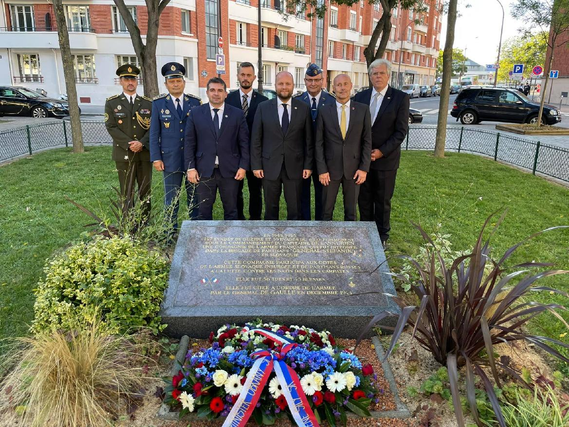 Vo Francúzsku vzdali hold gen. M. R. Štefánikovi. Na spomienke sa zúčastnil aj primátor Brezna