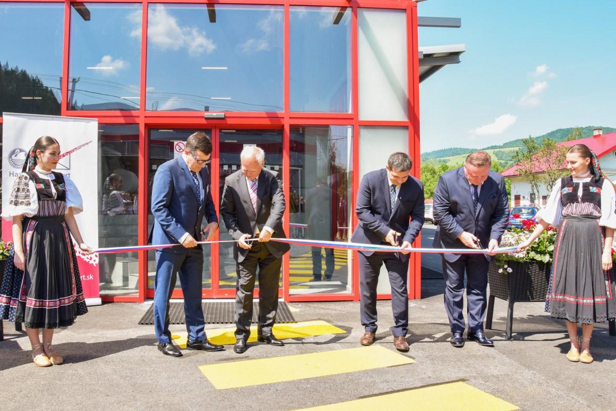 obr: Harmanec – Kuvert otvoril novú prevádzku. Vznikne tak viac ako stovka pracovných miest