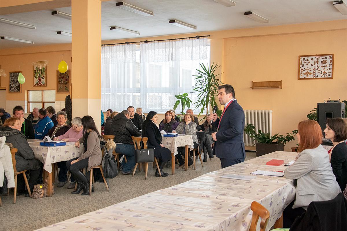 obr: Členovia okrskových volebných komisií zložili sľub do rúk primátora