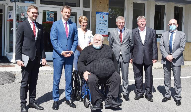 Do nemocnice zavítali na pracovnú návštevu premiér Heger a minister zdravotníctva Lengvarský