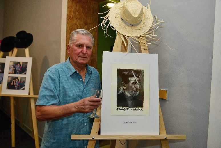 Mesto Brezno prináša výstavu koláží Ernesta Svrčka pod holým nebom
