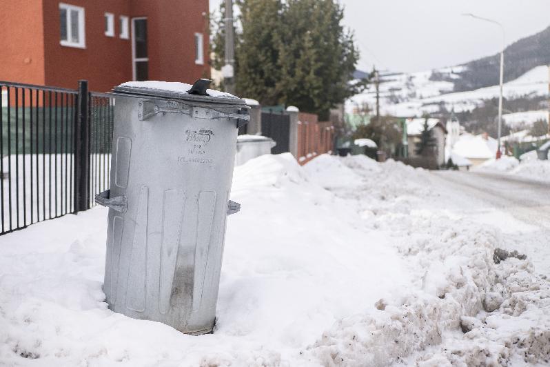 Občania nad 62 rokov o zníženie poplatku za komunálny odpad žiadať nemusia, zľavu majú automaticky