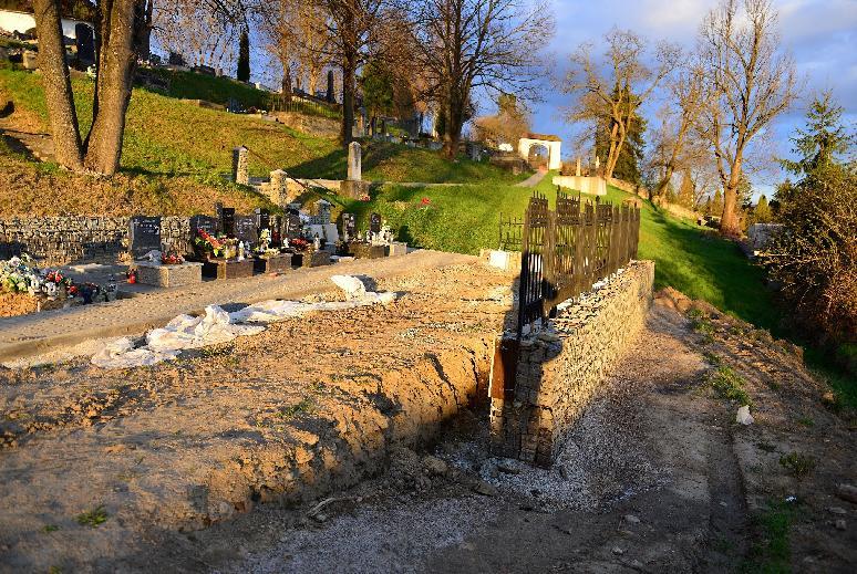 Na starom cintoríne v meste pribudnú nové urnové miesta