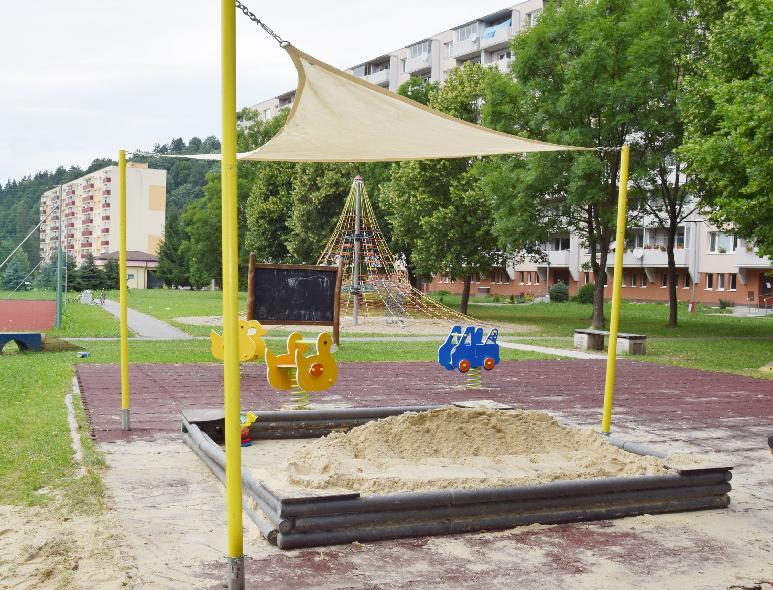 Nad pieskoviskami v Brezne osadili ďalšie plachty