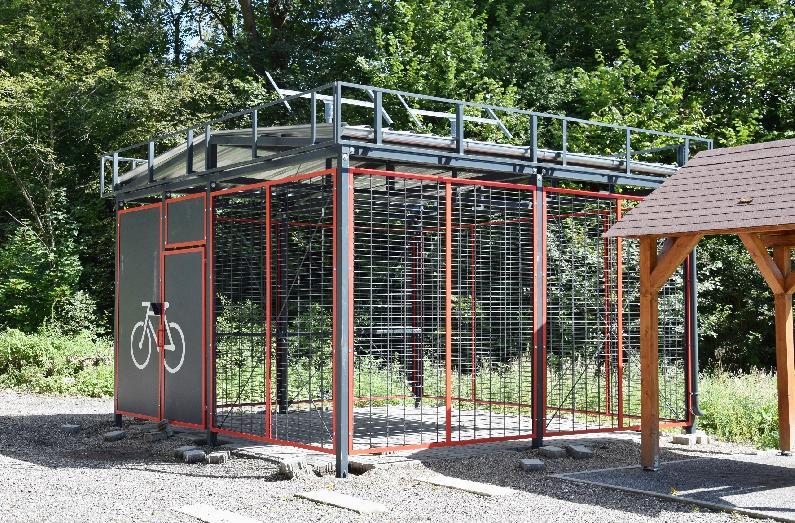 V Brezne vybudovali prístrešky pre bicykle, ktoré sa nachádzajú v blízkosti budúcich cyklotrás