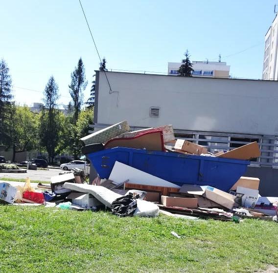Veľkoobjemové kontajnery slúžia na zbavenie sa odpadu, ale nie každého