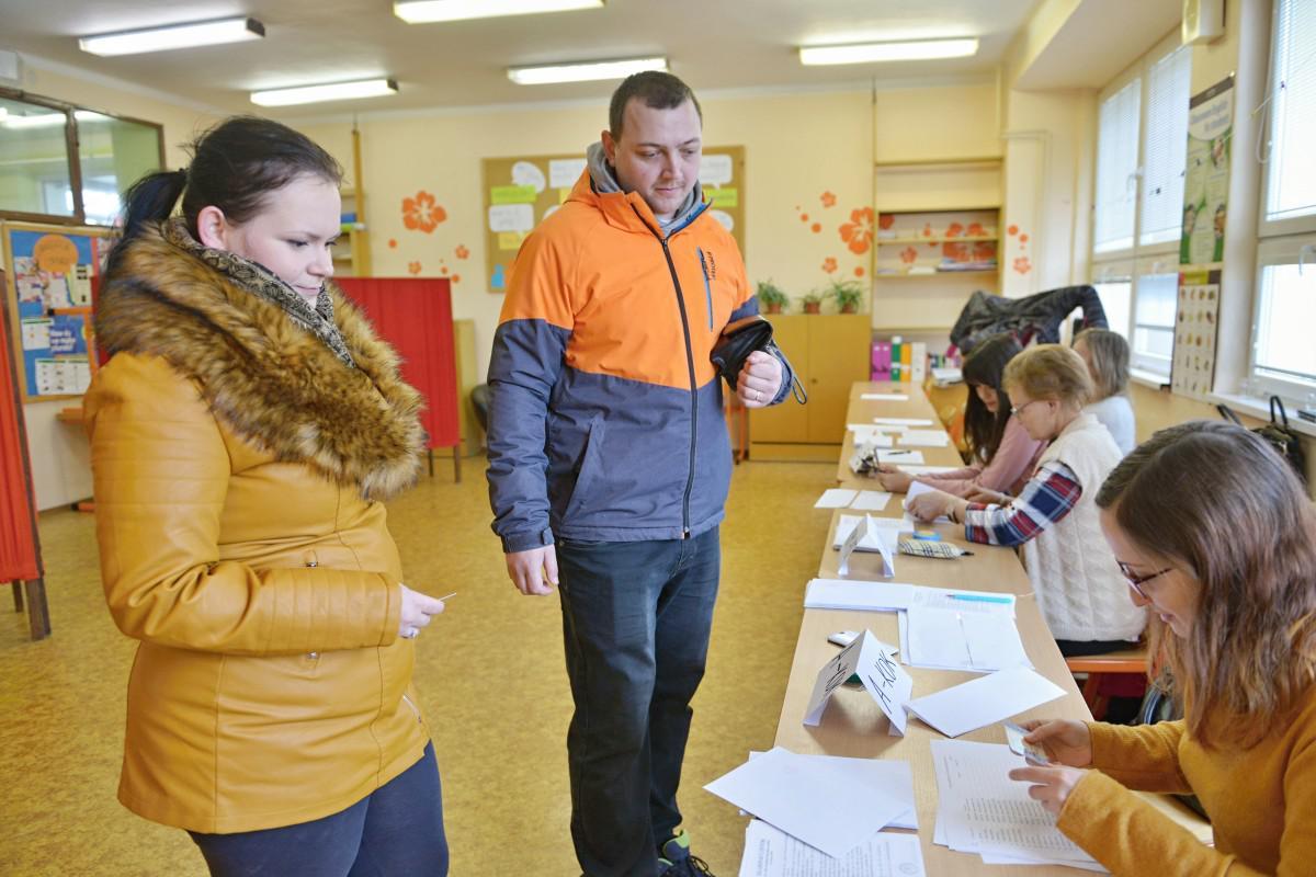 obr: V Breznianskom okrese k volebným schránkam pristúpilo 22 943 voličov