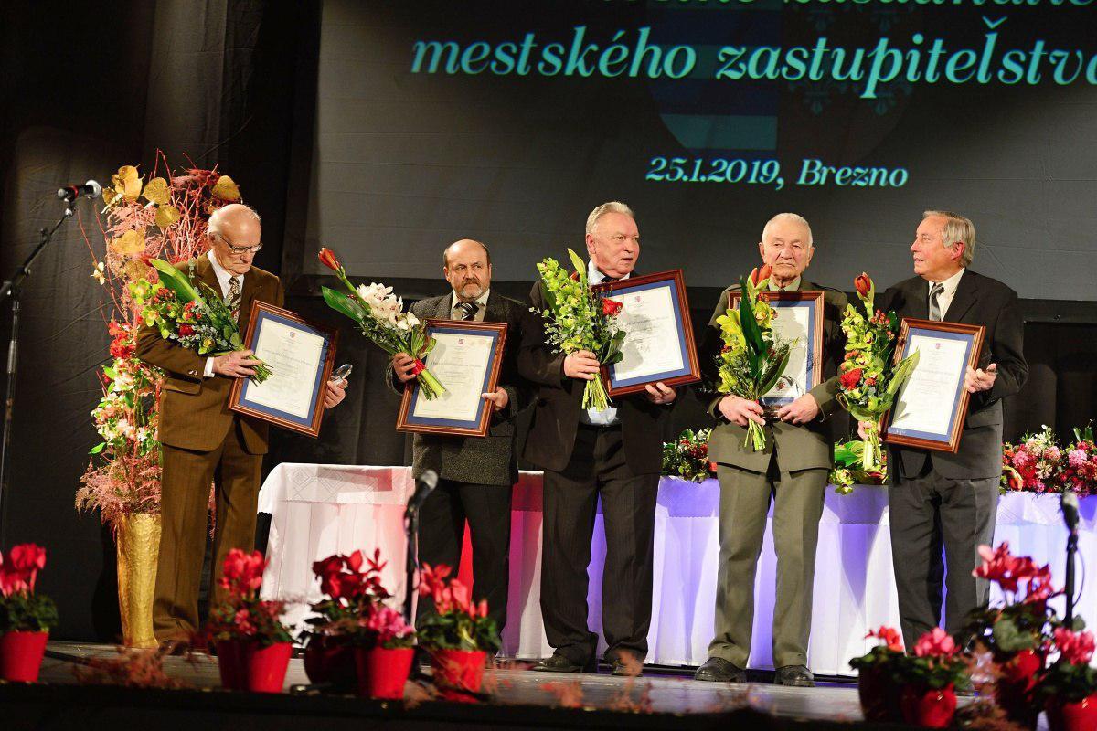 obr: Na slávnostnom mestskom zastupiteľstve sa poďakovali osobnostiam za záslužnú činnosť