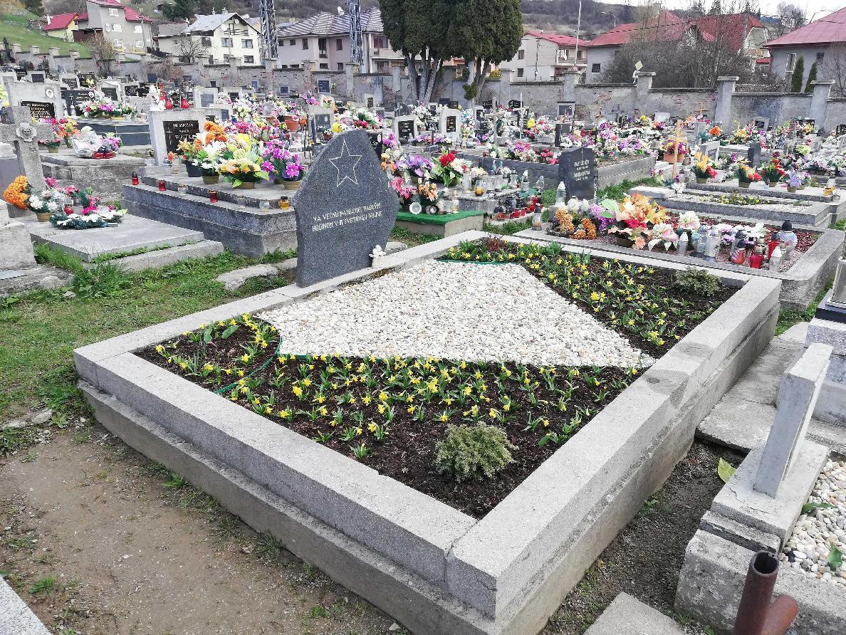obr: Technické služby Brezno sa s úctou starajú aj o vojnové hroby