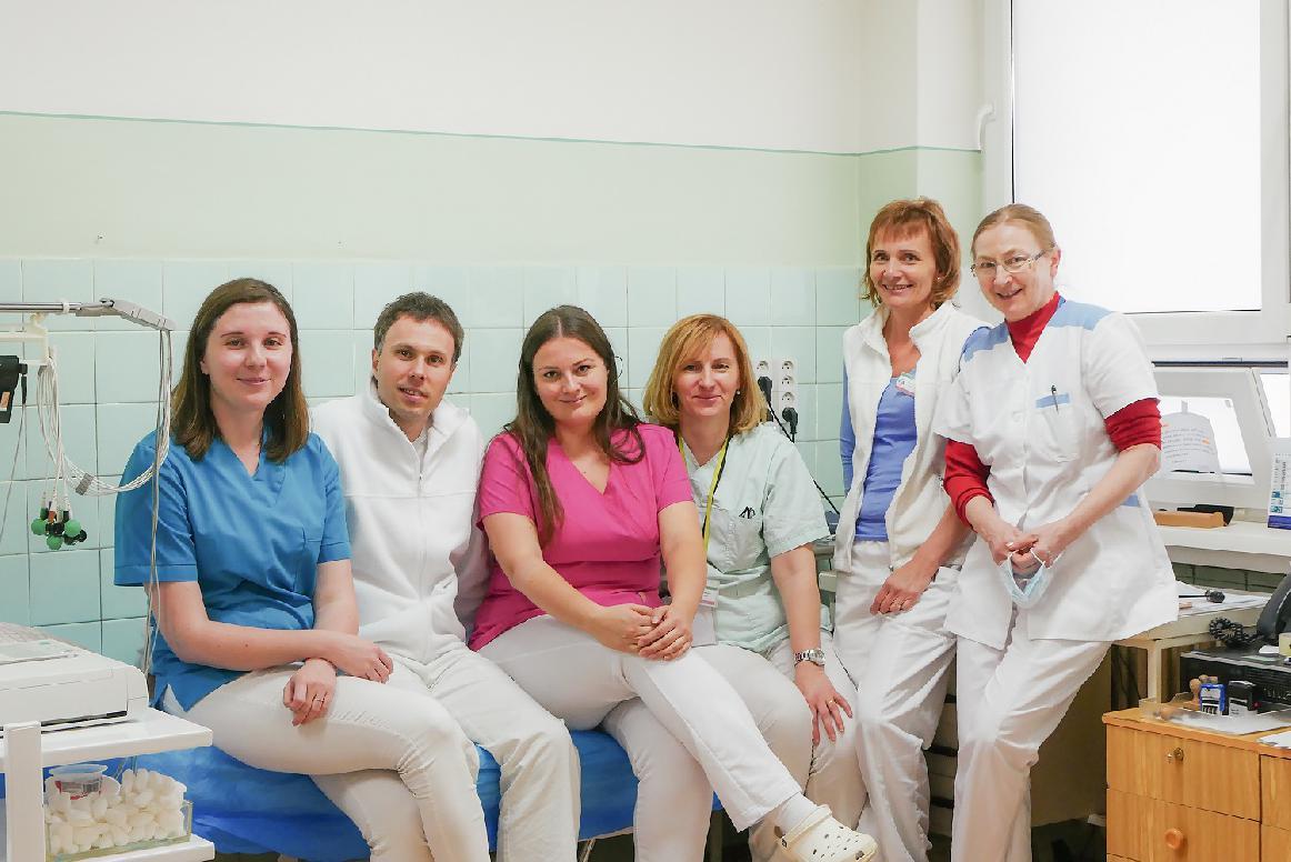 obr: V nepretržitej prevádzke urgentného príjmu tímovo pracujú lekári, sestry, záchranári a sanitári