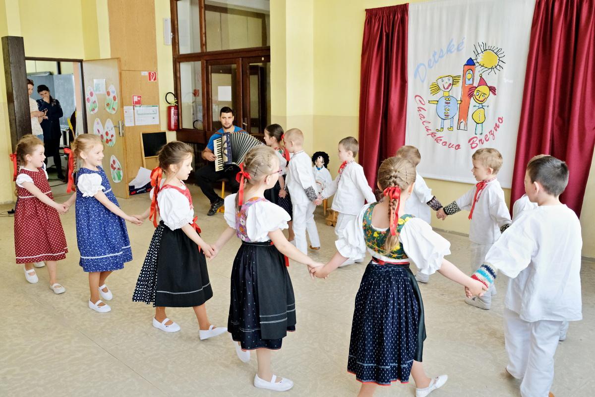 Detské Chalupkovo Brezno. V jednotlivých vystúpeniach bolo citeľné pedagogické majstrovstvo učiteliek