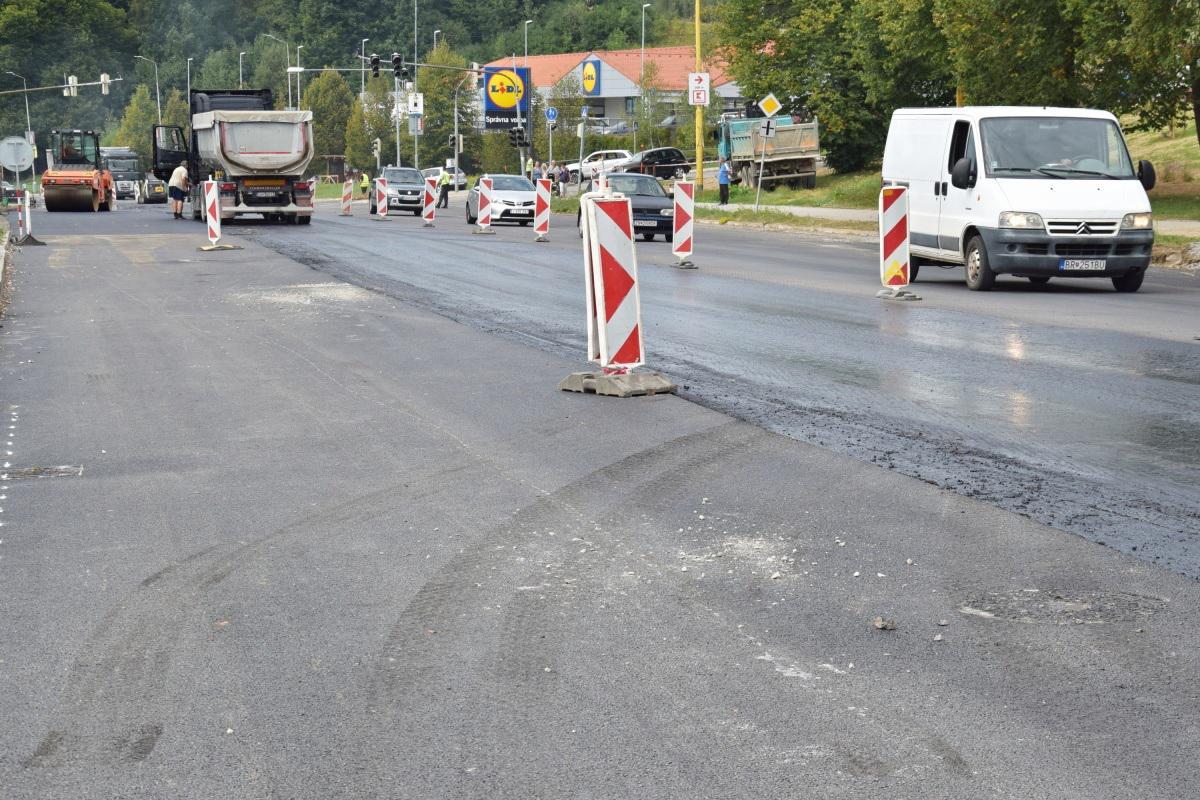 Vďaka snahe vedenia mesta sú v Brezne opravené aj niektoré cesty, ktoré sú v správe iných subjektov