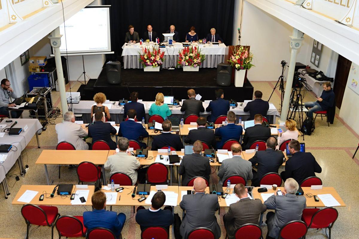 obr: Krajskí poslanci rokovali v breznianskej synagóge