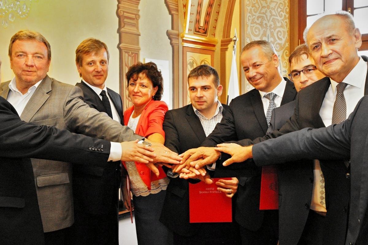 Brezno a Podbrezová vstúpili do združenia, ktorého členovia sa postavia za lepšie cesty na Horehroní