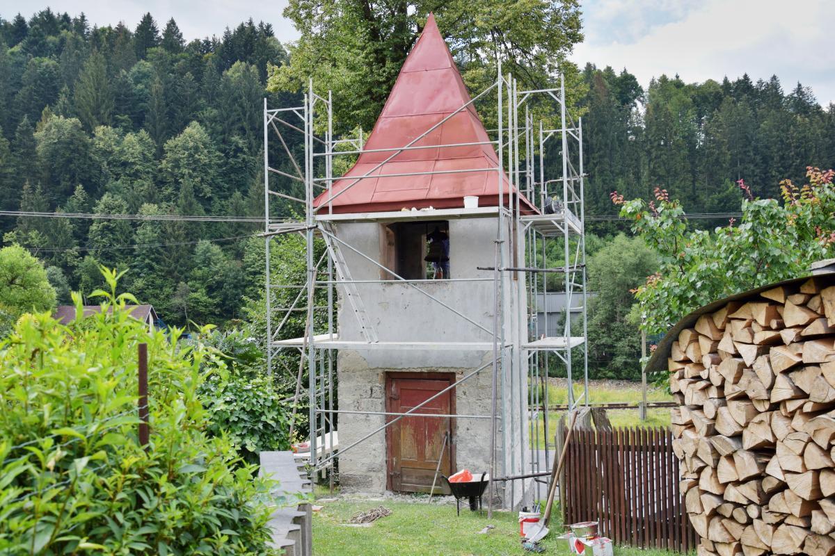 obr: Mesto renovuje zvoničku v Bujakove.